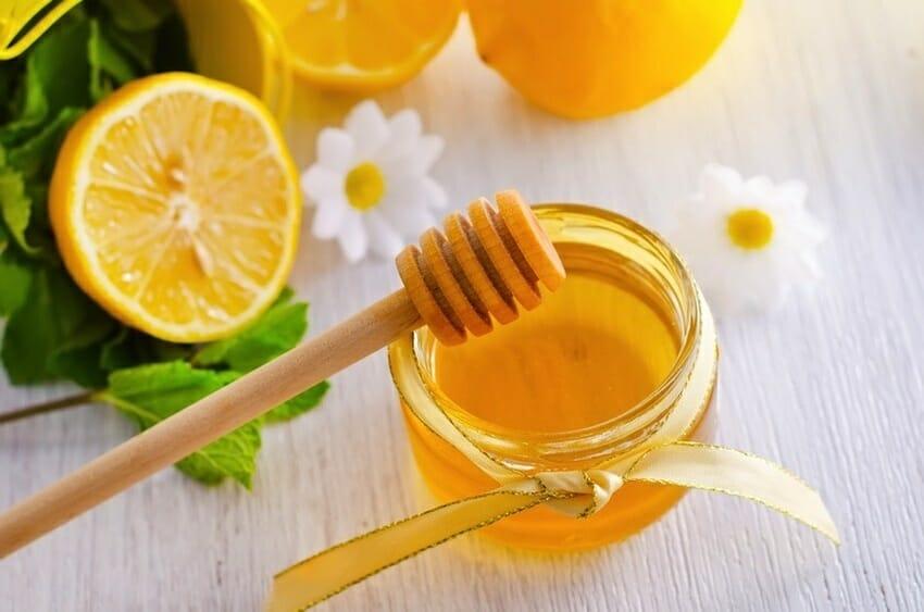 chanh và mật ong pha nước ấm